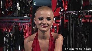 Sottomessa bondage shopgirl puttana ammanettata sculacciata e scopata BDSM