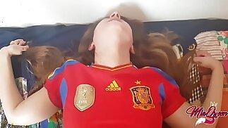 Teen spagnolo arrapato lo aiuta a perdere la verginità ( Creampie )