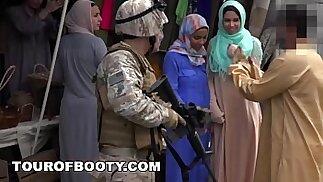 TOUR OF BOOTY - Operazione Pussy Run con i soldati in Medio Oriente!