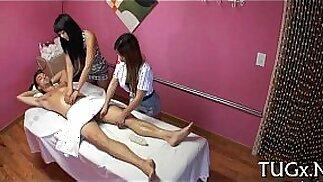 Questo salone di massaggi è molto perverso