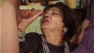 Mature.Woman .Viejas.Zorras.Cubiertas.de.Leche. Spanish.granny.hardcore